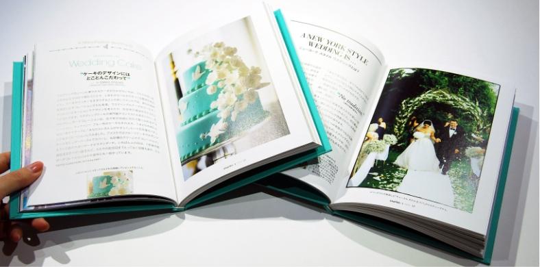 現代的な女性らしい書体、あしらいなど使った女性ファッション誌・ブランドブックデザイン事例その1
